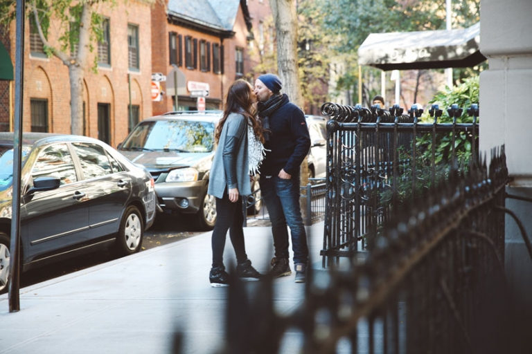 Intimate kiss at Brooklyn Heights
